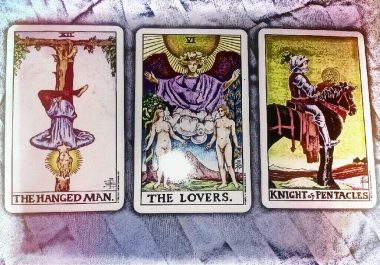 give an intuitive and insightful 4 card tarot reading